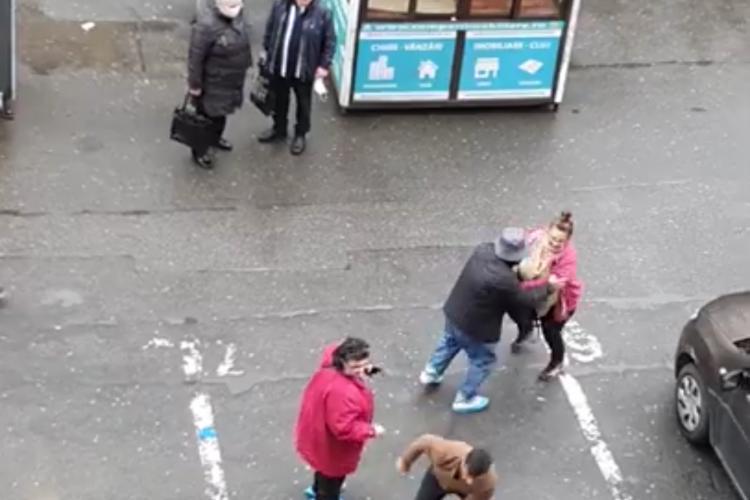 Femeie în scaun cu rotile bătută în Mărăști. I-au răsturnat scaunul - VIDEO