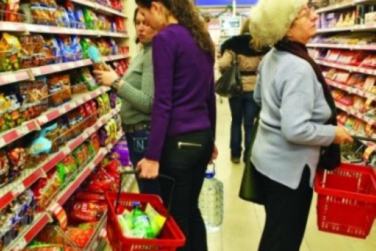 Scade consumul în România. În a doua lună a stării de urgență vânzările s-au dus în cap