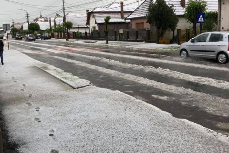 Gheața a făcut prăpăd la Cluj. Oamenii au crezut că vine ninsoarea - FOTO