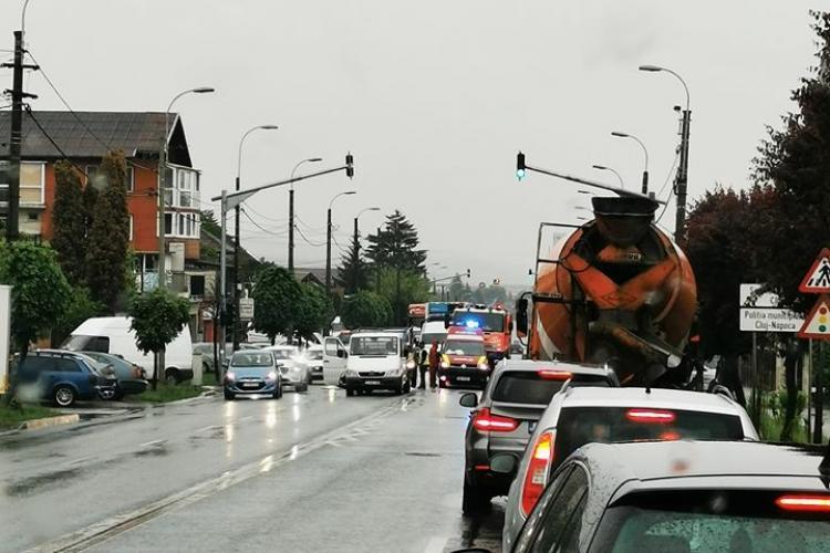 Accident pe strada Corneliu Coposu, cauzat de un șofer neatent. Un bărbat a ajuns la spital FOTO