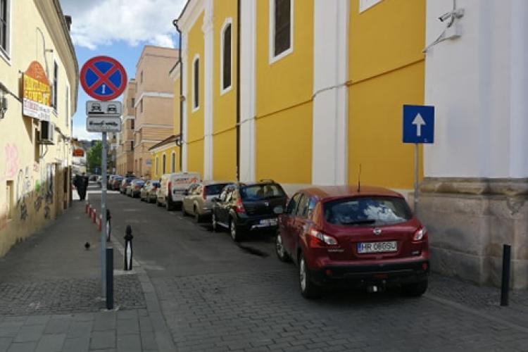 """Mesaj adresat """"onoratului domn primar Emil Boc"""". Parcarea de pe strada Hermann Oberth creează CONFUZIE"""
