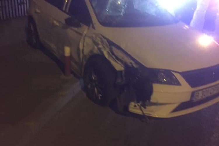 Mașină răsturnată pe strada Câmpului. Mama era la volan și copilul, în scoică, în dreapta - FOTO