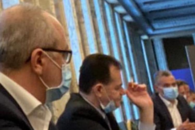 O nouă fotografie cu premierul Orban care fumează la Palatul Victoria