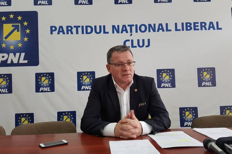 """Clujeanul Adrian Oros """"demis"""" din funcția de ministru al Agriculturii prin votul senatorilor, dar rămâne în funcție"""