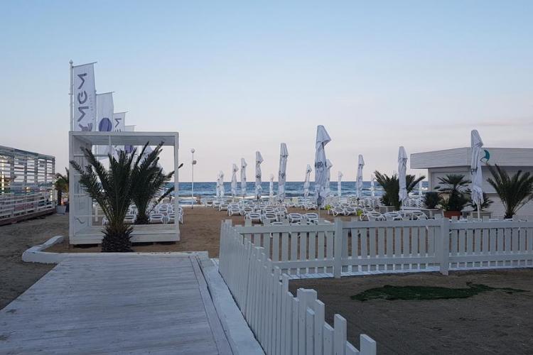 Apartament pe litoral cu 40.000 de lei pe săptămână. WOW! - FOTO