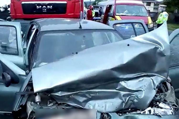 Accident grav la Gilău! O persoană a rămas încarcerată VIDEO