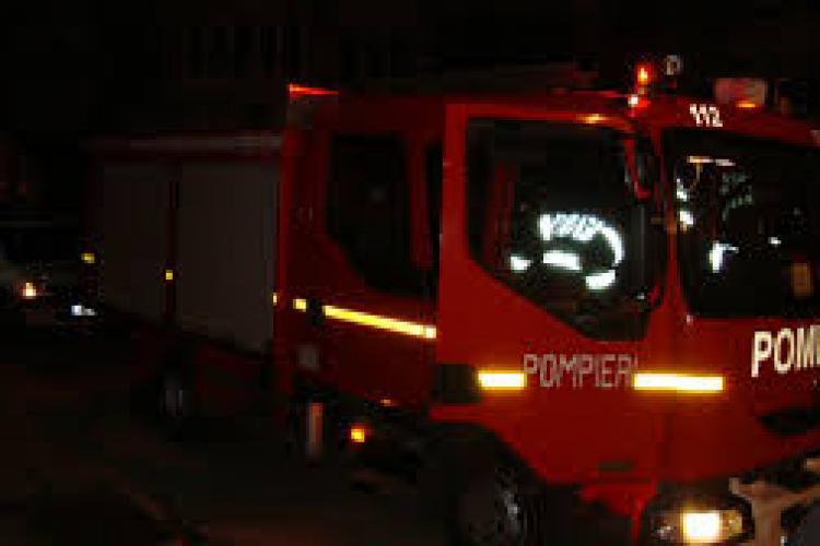 CLUJ: Incendiu la locuința unei bătrâne de 60 de ani. Totul a pornit de la un aragaz rămas aprins