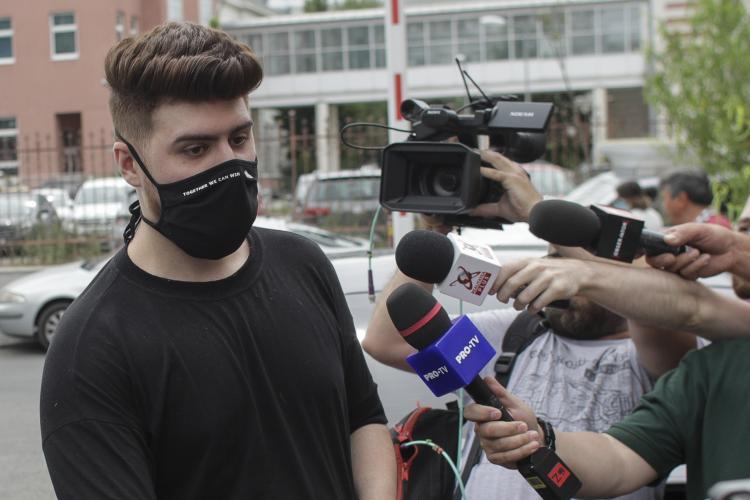 """Tânăra care l-a reclamat pe vloggerul """"Colo"""" amenințată cu moartea: Îmi spuneau că mă vor prinde și mă vor viola"""