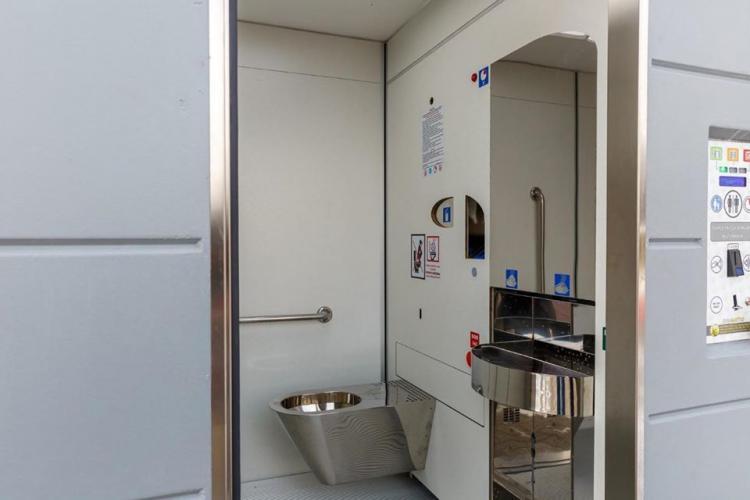 Toalete moderne în parcurile clujene. Se curăță singure FOTO