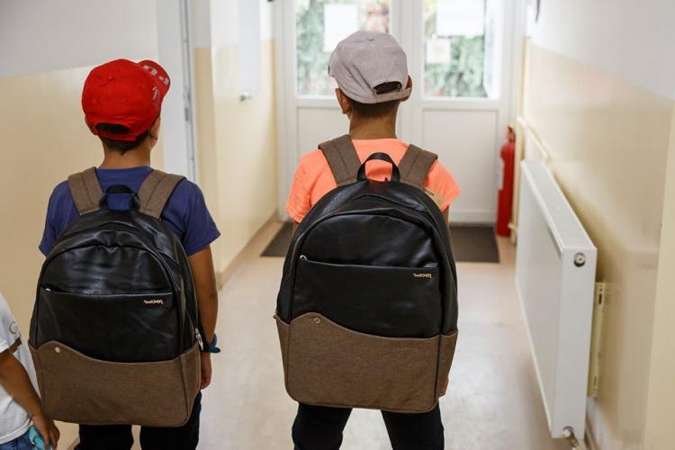 Primăria Cluj-Napoca va cumpăra ghiozdane și rechizite pentru 450 de copii din familii defavorizate