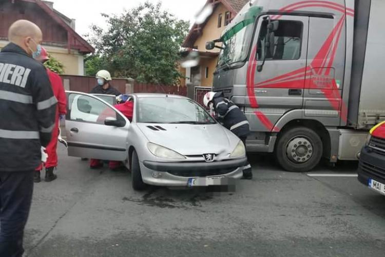 Accident în Someșeni, între o mașină și un TIR FOTO