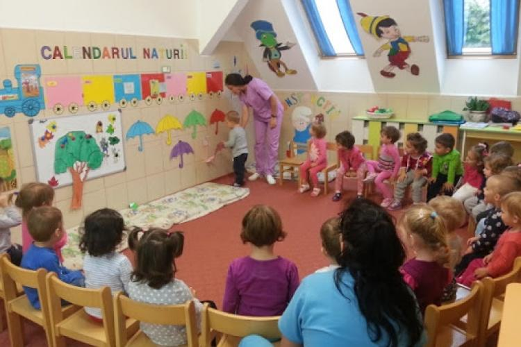 Pentru că e în stare să construiască suficiente creșe, Primăria Cluj-Napoca dă bani familiilor pentru angajarea de bone