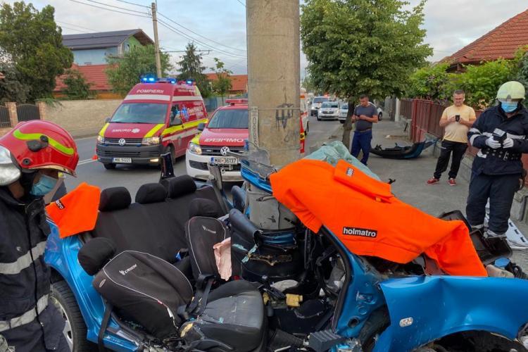 Accident deosebit de grav pe strada Traian Vuia! O mașină s-a încolăcit în jurul unui stâlp  - FOTO și VIDEO