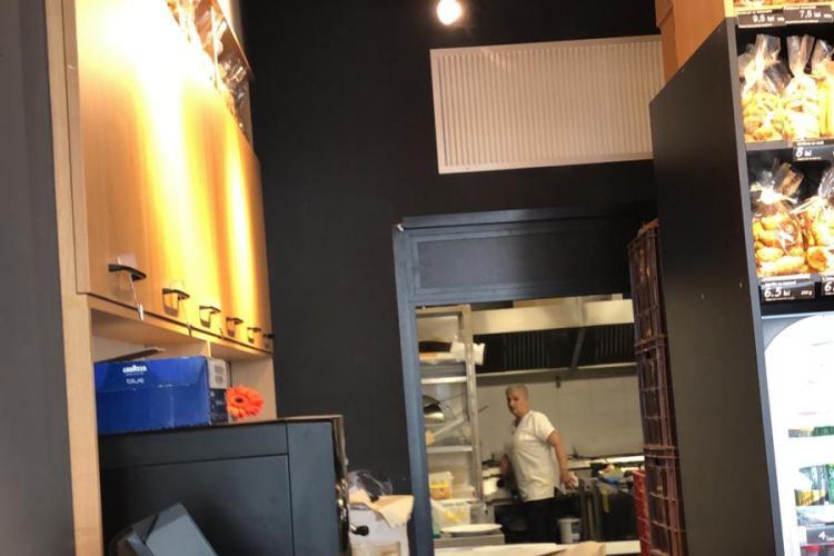 """Un clujean a reclamat că bucătarii de la """"La Casa"""" nu poartă mască - FOTO"""