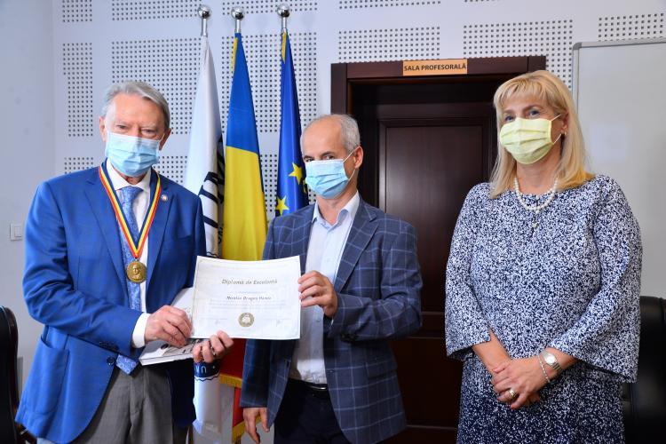 """Profesorul Nicolae Hâncu, distins de UMF Cluj cu Medalia """"Iuliu Hațieganu"""" la aniversarea vârstei de 80 de ani"""