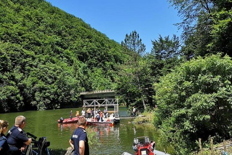 Razie pe lacul Tarnița! Unii au fost prinși pe ponton și amendați - FOTO