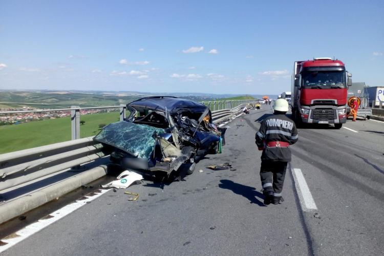 Accident între un TIR și o mașină pe autostrada Turda-Gilău. O persoană a fost rănită grav