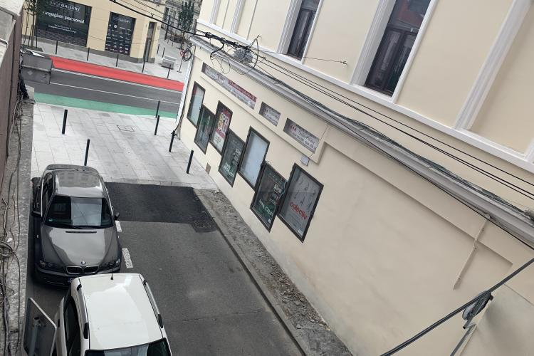O asociație de proprietari din centrul Clujului obligată să plătească toate locurile de parcare de lângă bloc pentru a-l putea renova