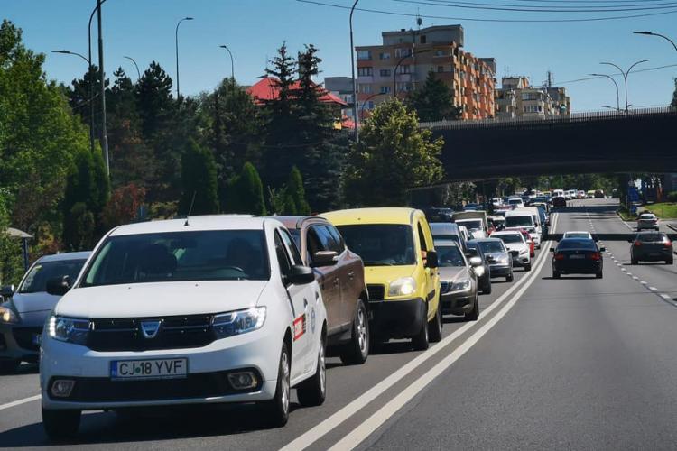Aglomerație spre Florești! Se montează parapete de beton pe mijlocul drumului - FOTO