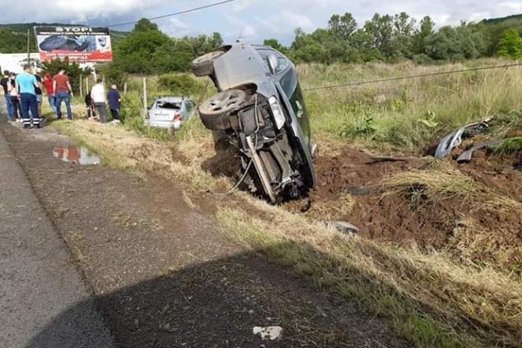 Accident grav la ieșire din Baciu. O tânără a ajuns la spital FOTO