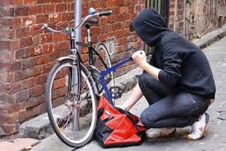 Hoț de biciclete, prins de polițiștii clujeni. Cum a reușit să fugă cu două biciclete în plină zi