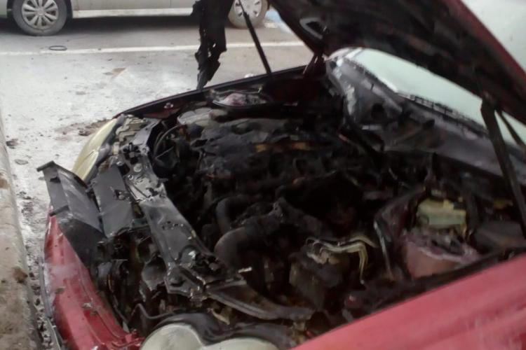 Incendiu auto în parcarea Vivo Mall. Un Mercedes a luat foc FOTO