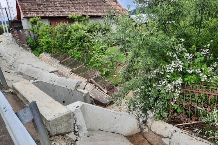 Cluj: Furia apelor a făcut PRĂPĂD în mai multe localități. Viitura a rupt stăvilarele din beton - FOTO