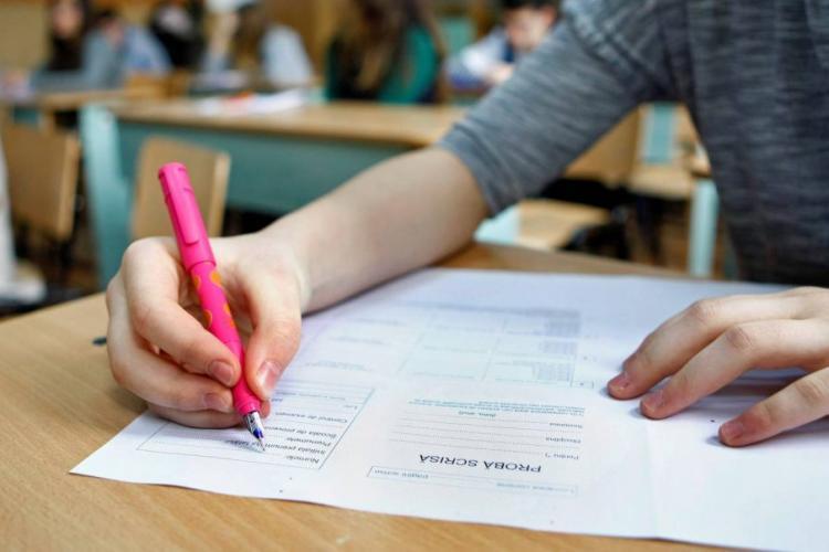 Trei elevi din Cluj susțin Evaluarea Națională în cadrul etapei speciale