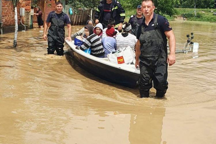 Ploile torențiale au făcut RAVAGII în toată țara! Mai multe persoane au fost evacuate, iar o femeie a fost luată de viituri