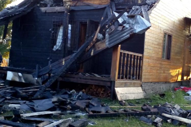 Incendiu la o cabana de la Mărișel - VIDEO