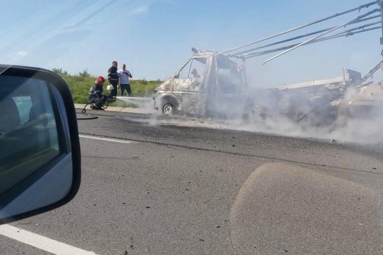 Camion în flăcări pe Autostrada Transilvania! De la ce a pornit incendiul - FOTO
