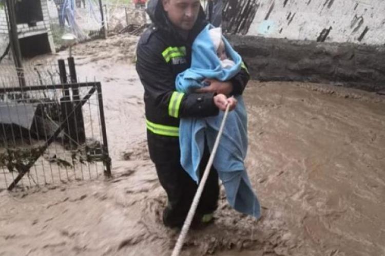 Inundațiile au făcut DEZASTRU în România. Trei persoane au murit, iar o fetiță de 4 ani a fost luată de viituri