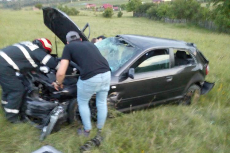 """Accident cu două victime pe varianta Grigorescu-Florești. Un șofer a """"zburat"""" cu mașina într-o curbă FOTO"""