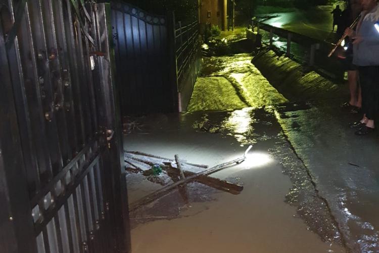 Furtunile au făcut DEZASTRU la Cluj! Numeroase case au fost inundate, iar mai multe drumuri au fost închise FOTO/VIDEO