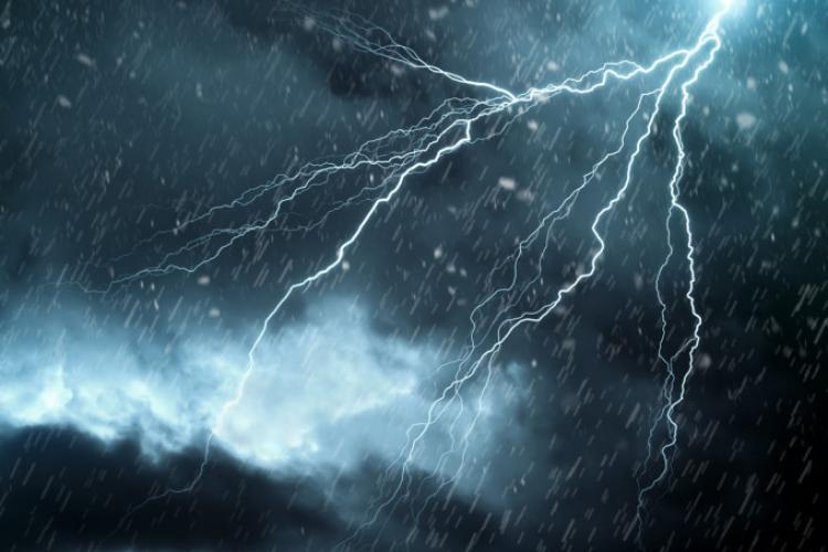 COD ROȘU de furtuni în zona Dej