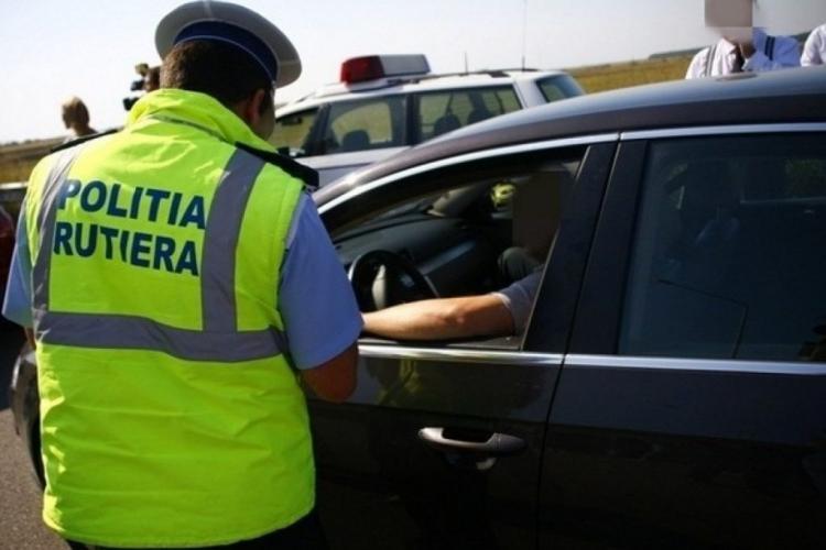 Șofer tupeist tras pe dreapta de polițiștii clujeni. Umbla în trafic fără plăcuțe de înmatriculare