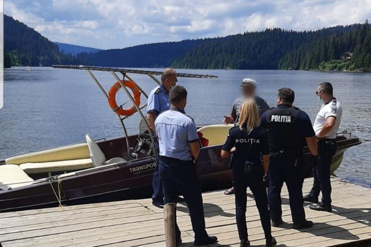 Șmecherii cu bărci cu motor de pe lacul Beliș, vizitați de poliție - FOTO