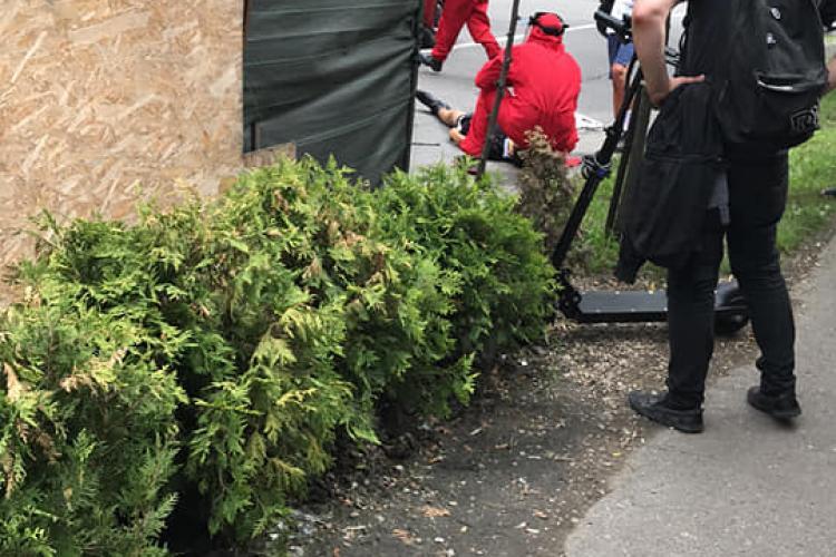 Băiat de 15 ani, lovit de o dubă în Gheorgheni, pe strada Liviu Rebreanu - FOTO