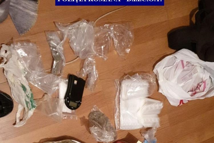 Percheziții la traficanții de droguri din Cluj. Șapte persoane au fost reținute FOTO