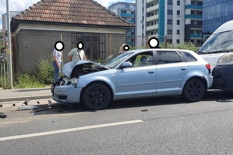 Accident între o mașină și o dubă pe drumul Florești - Cluj FOTO