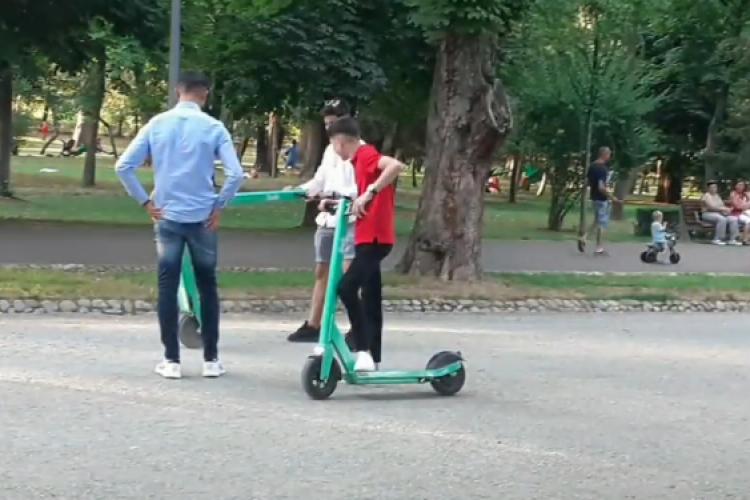 Trotinetele Bolt, noua distracție a puștilor din Cluj-Napoca. Fac drifturi în parc - VIDEO