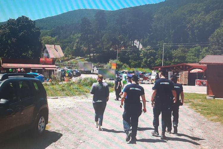 """Vești bune de pe frontul COVID din România. Panica a funcționat și scad cifrele după raziile făcute în zonele """"fierbinți"""""""