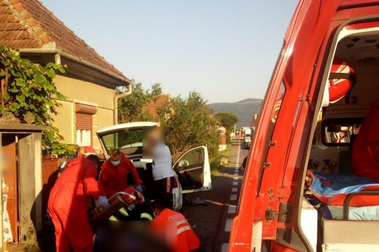 Accident cu victime la Negreni. Două persoane au ajuns la spital FOTO