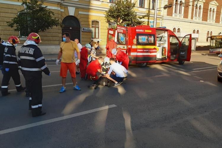 Pieton lovit de mașină în centrul Clujului. A ajuns la spital FOTO