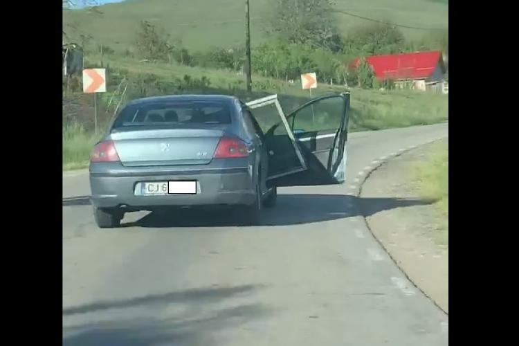 Când Dorel cară geamuri la cabană! Acest șofer clujean a întrecut orice imaginație - VIDEO