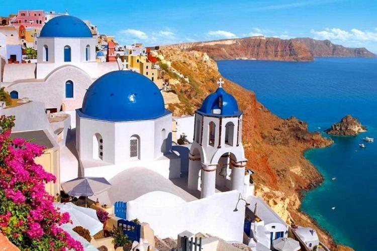 Testul COVID-19 este obligatoriu și pentru turiștii români care merg cu avionul în Grecia