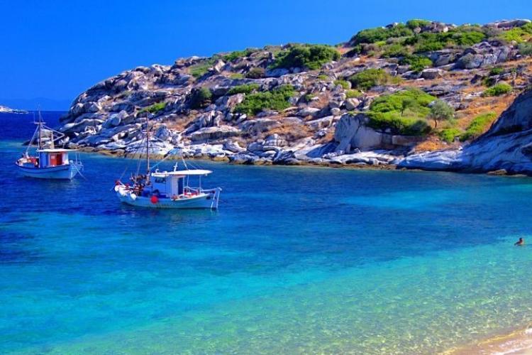Grecii au introdus noi reguli pentru a le permite turiștilor să intre în țară! Trebuie să vină cu testul COVID-19 deja făcut