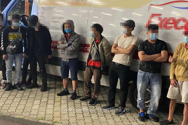 Nouă vietnamezi ascunși într-o mașină cu pufuleți, depistați la Vama Nădlac - FOTO