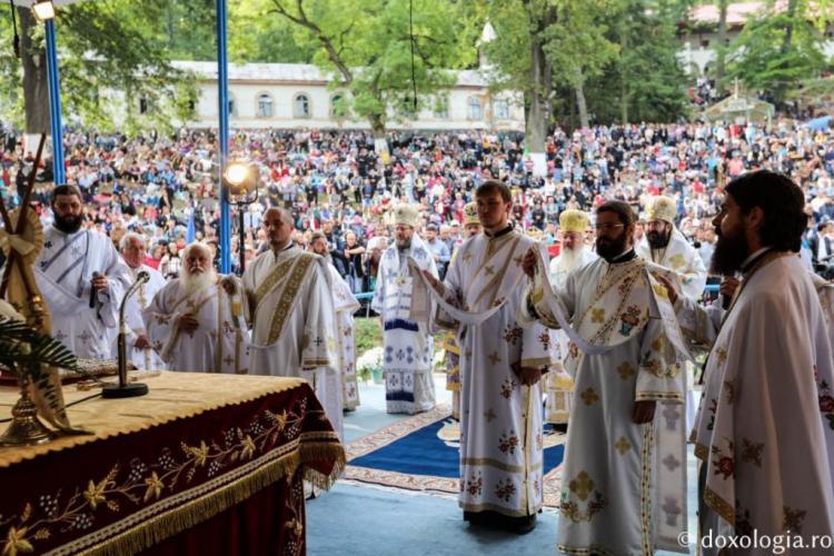 Programul slujbelor de la Mănăstirea Nicula 2020. Slujbele încep în 10 august și se termină în 15 august