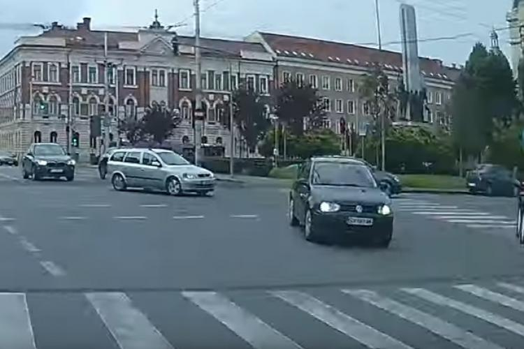 S-au schimbat regulile de circulație în centrul Clujului? Șofer pe interzis lângă Prefectura Cluj - VIDEO